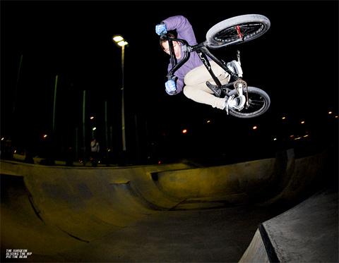 Chris Hill-Scott - Moto over lé hip!