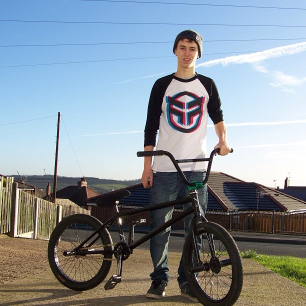 Fan Instagram: One of the winners from the 24 Days of XMAS, (New @benhucke Frame, Thanks to @rideukbmx and @diamondbackuk for it! Here i an reppin my @_federalbikeco tee! #sikerning #bmx)