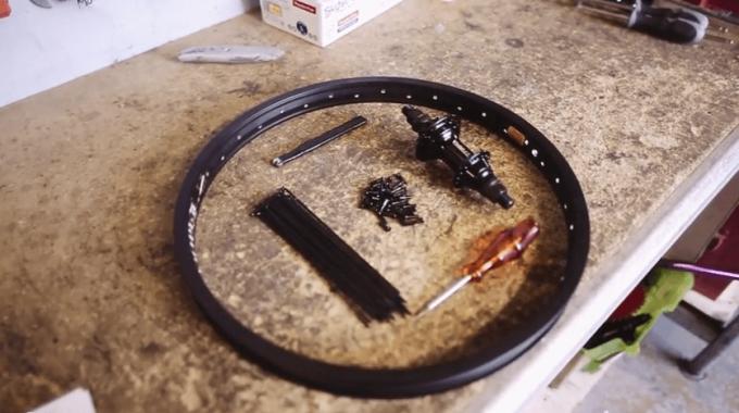 Custom Riders - How To Build A BMX Wheel