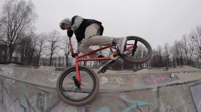Kriss Kyle: 1 Minute at Renfrew Skatepark