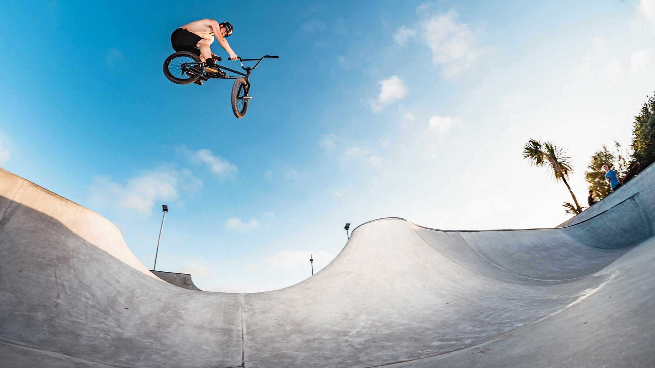FIRST LOOK: Aaron Wilson